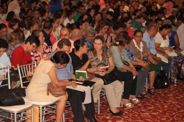 conferencia-educadores-9B7F8F621-39A8-A87B-717F-9EC0F234E377.jpg