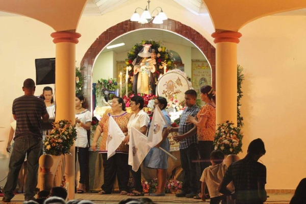 fiesta-santa-rosa-lima-107F090C91-6F29-3545-1F83-04DFA768556D.jpg